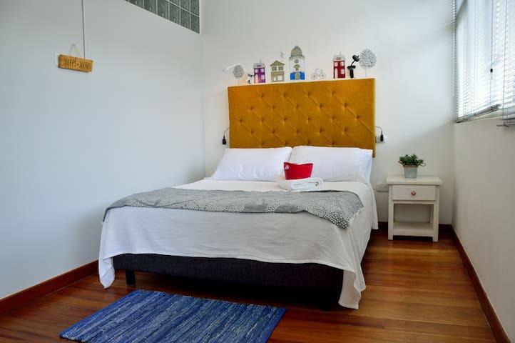 Habitación privada cama doble - MAD DOG