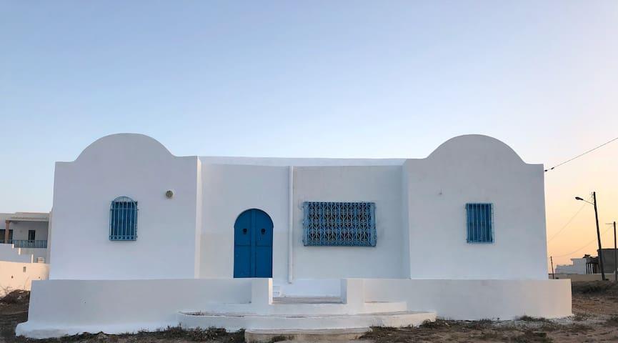 Villa typique au bord de la mer