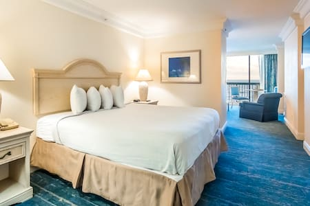 Daytona Beach Resort - Jr. Suite - King Bed + Pullout Sofa · Sleeps (4)