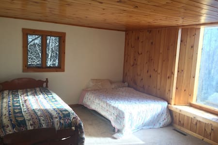 Large Ski House on Okemo-5min Walk to Trail w Pool - Ludlow