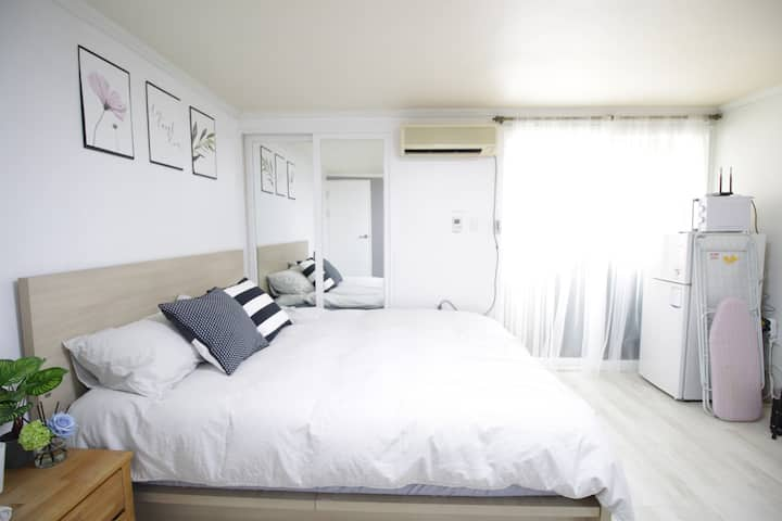 [1min by walk from Hongik stn]Crystal #king bed