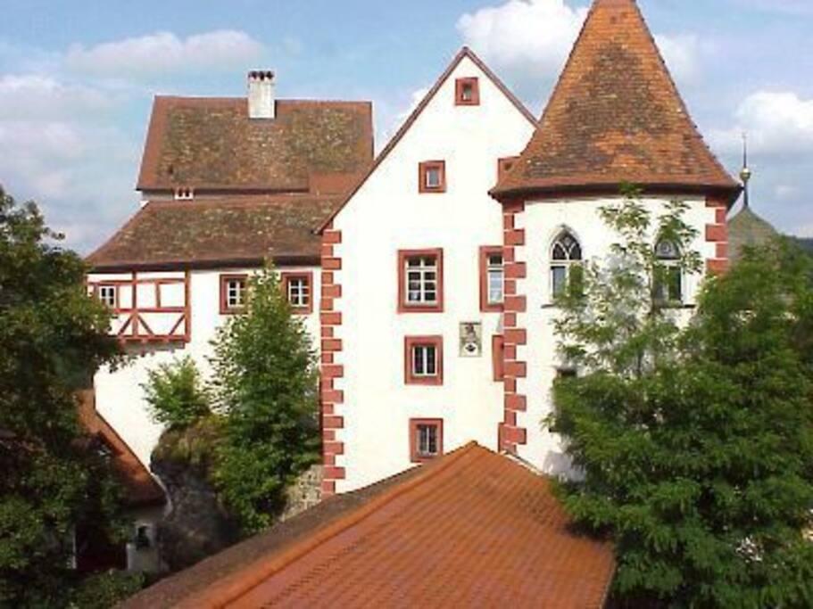 Blick vom Schlafzimmer auf die Burg