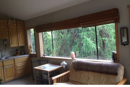 Comox Valley Treehouse Suite - Cumberland