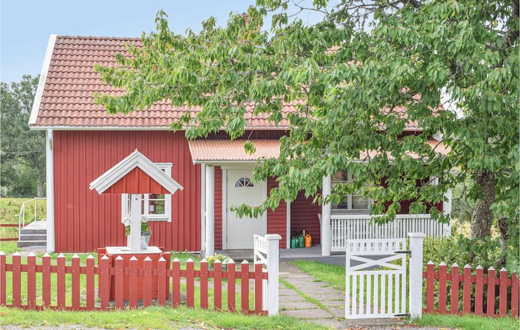 Holiday cottage with 4 bedrooms on 80m² in Virserum