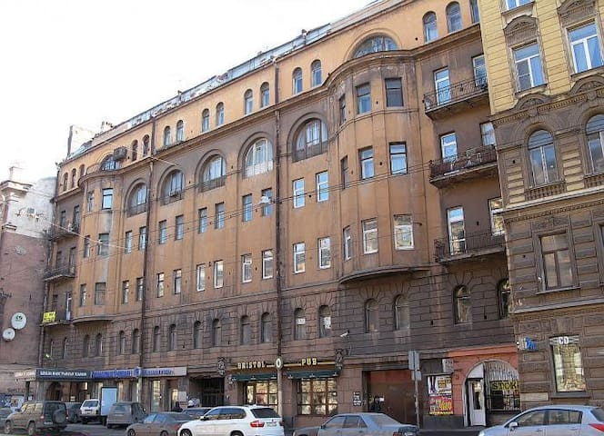 Building facade, Marat Street / Фасад дома, улица Марата