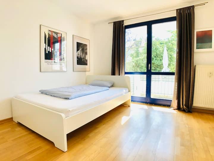 City Wohnung mit Balkon am Hofgarten & 24h Checkin