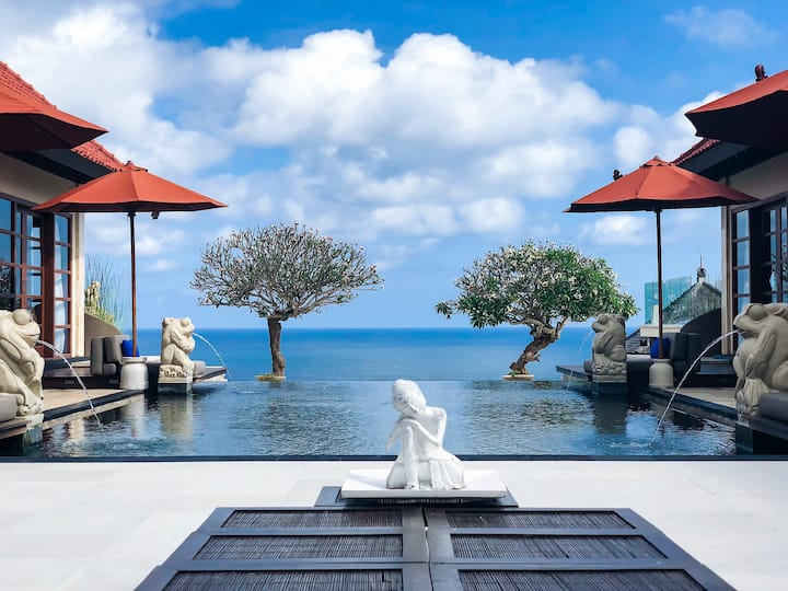 Oceanfront villa oasis near beach | Infinity pool