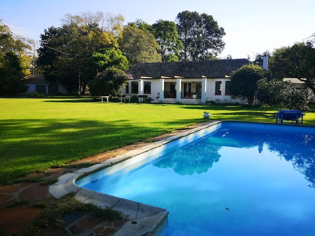 Boschkraal Farmhouse (entire house, pool & garden)