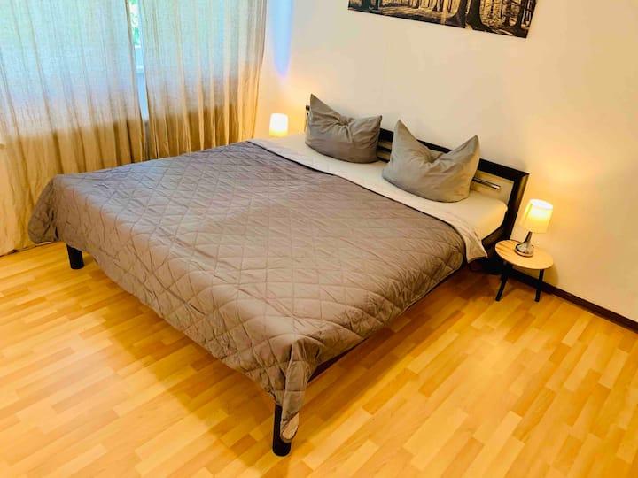 1- Zimmer Appartement: direkte Uninähe, im Zentrum