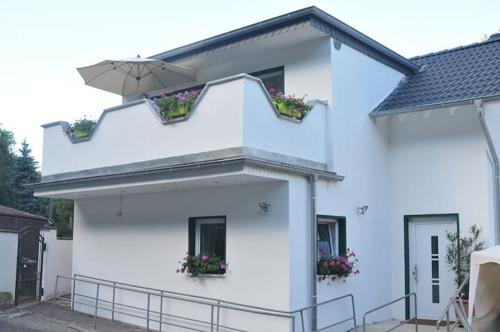 Küche im EG, Balkon OG