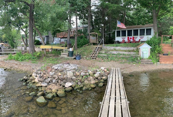 100 Year Restored Honeoye Cottage w/ private beach