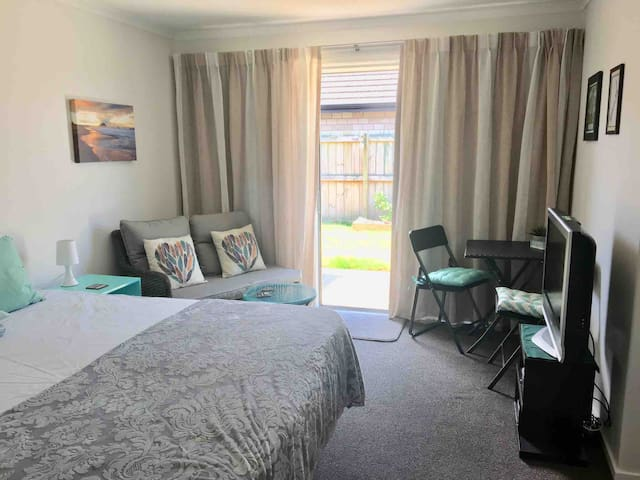 Nel's Place Papamoa, King or Twin *No cleaning fee