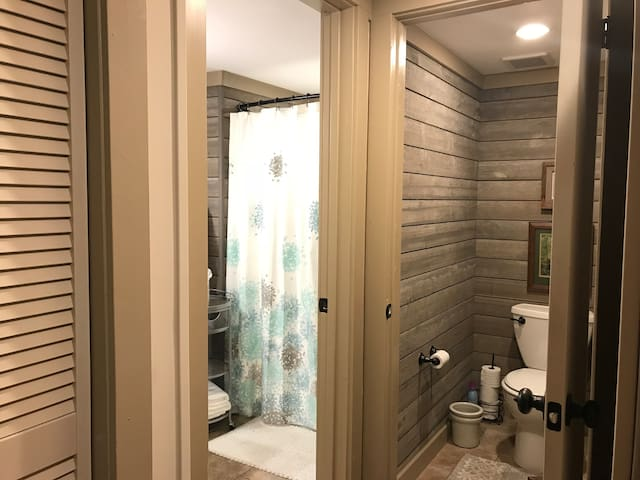 Master bath & private loo