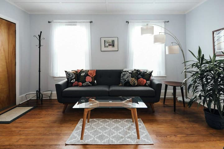 Designer 2BR House Located Downtown