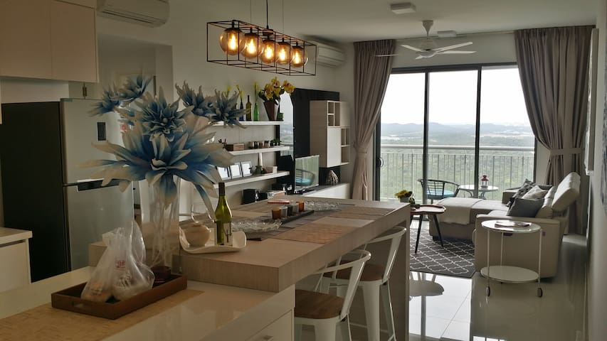 Luxury 2 Bedroom family suite @  Puteri Harbour