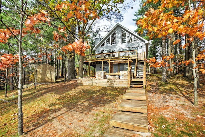 3BR Gaylord House on Private Lake w/ Dock! - Gaylord - Rumah