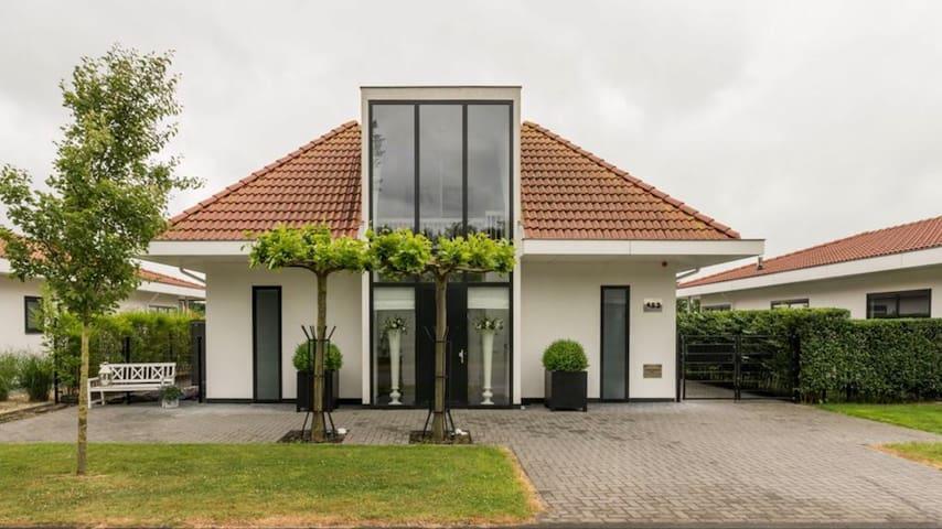 Zeer mooie, luxe villa te huur!