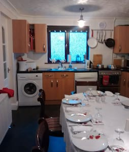 Single room close to amenities - Inverness - House