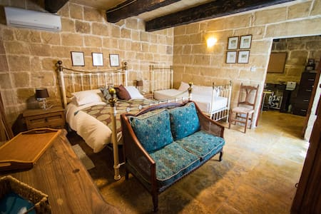 The Burrow Guest House - Tarxien