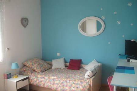 Chambre dans maison avec jardin - Oloron-Sainte-Marie