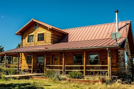 Apurva - Large Secluded Family Cabin on Ranch
