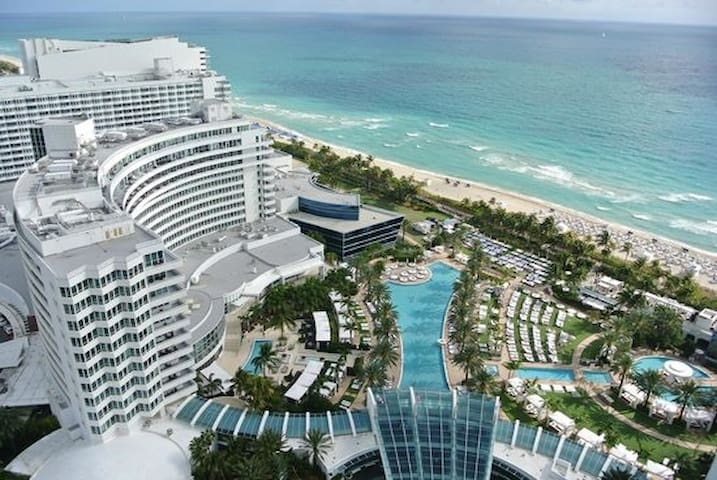 Fontainebleau Oceanview Tresor JR suite