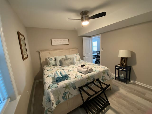 King bed with bath towels, beach towels and luggage rack