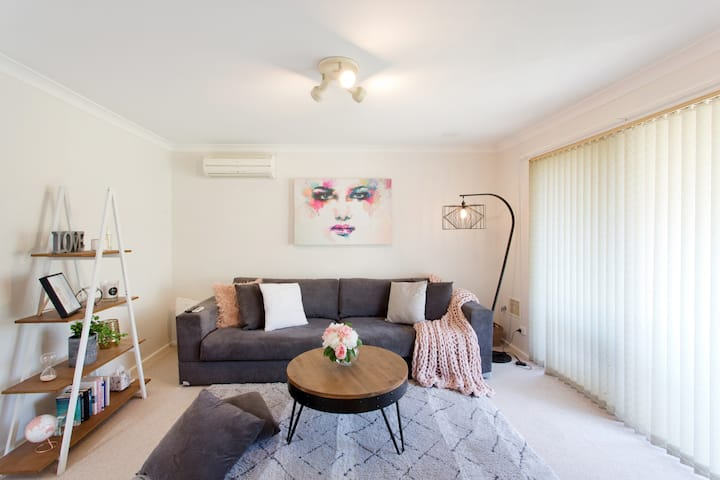 Beautiful and cosy home away from home- Tuart Hill
