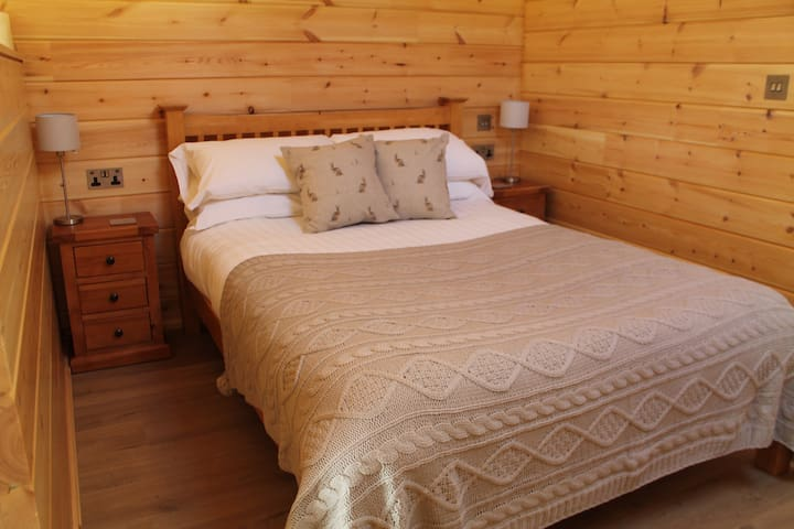 Hidden behind a dividing wall you'll be asleep in no time in this comfy double bed