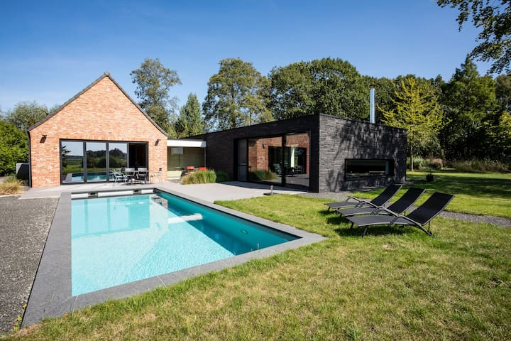 Comfortable Villa with pool, close to Bruges.
