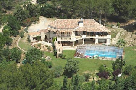 Chambre avec terrasses-piscine - Lambesc