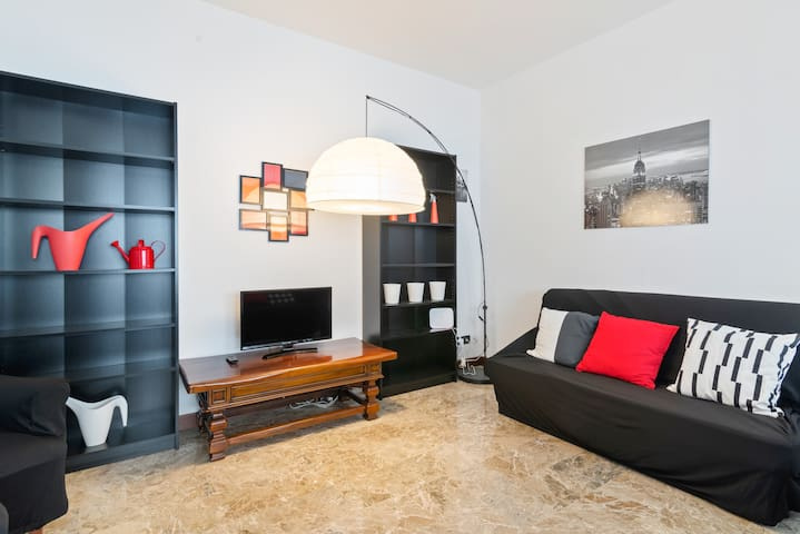 Torre Apt x6 with a Terrace & FREE PARKING