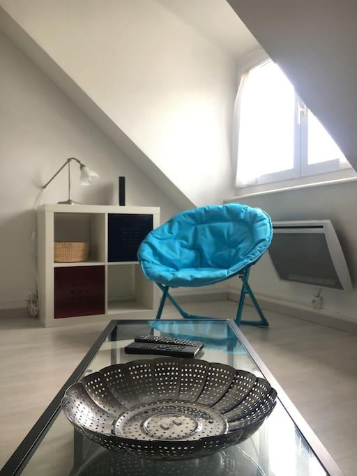 le gris blanc et rouge 2500m du centre apartments for rent in quimper bretagne france. Black Bedroom Furniture Sets. Home Design Ideas