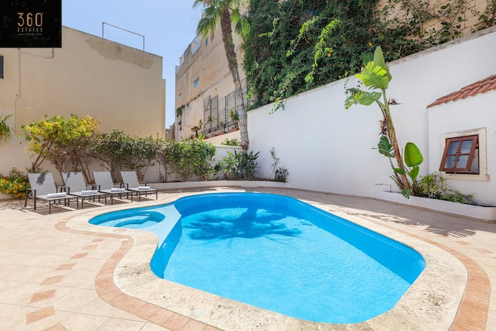Villa Sunshine: SLPS 8, with Pool in St Julians/PV