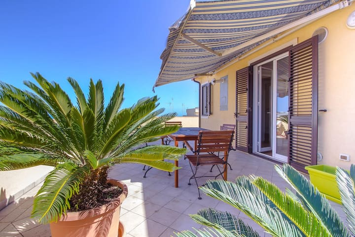 CaseSicule: Cappero, Sea View Apartment with Terrace, Beach 50 m, Wi-Fi