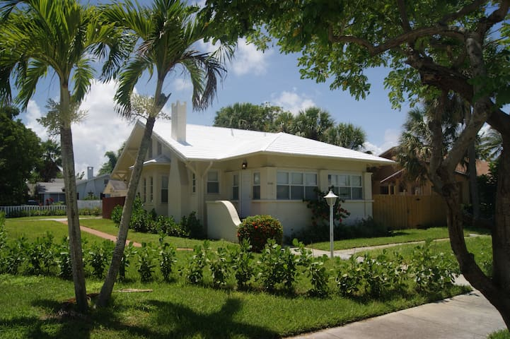 Charming 4BD 3BR house Steps from the Intercoastal