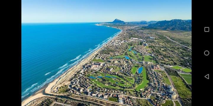 Golf & Beach Apartment 100m to the beach