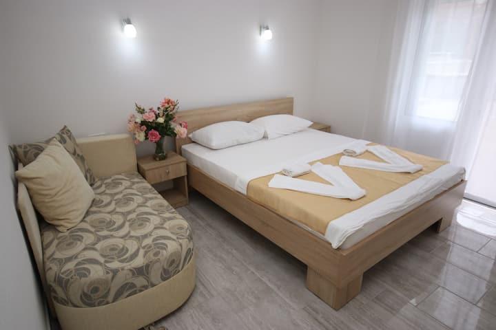 Studio Apartment (10)