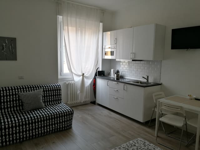 Studio (2nd floor) in the heart of Milan