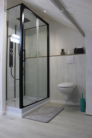 Salle de bain 2 à l'étage