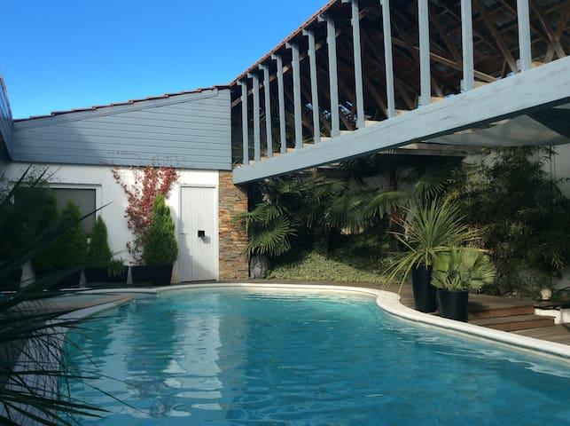 Loft contemporain piscine proche pont du Gard - Saint-Gervasy - House