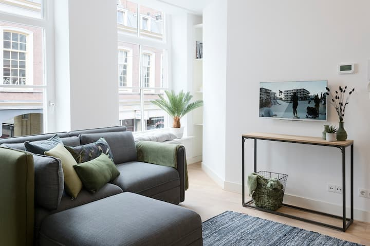 "Central renovated The Hague apartment  ""Black"""