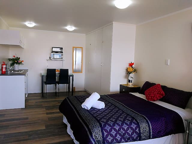 Studio Apartment with Hokianga Harbour View
