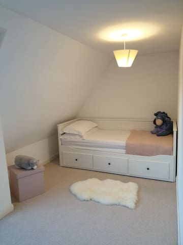 Bedroom 2 - Single bed option