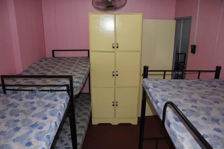 Backpackers and Bed Spacers - Manila - Sala sypialna