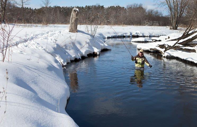 Kinni Creek Lodge & Outfitters LLC established Y2K - River Falls - Cabin