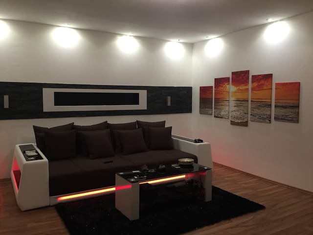 Modern Apartment near Red Bull Racetrack