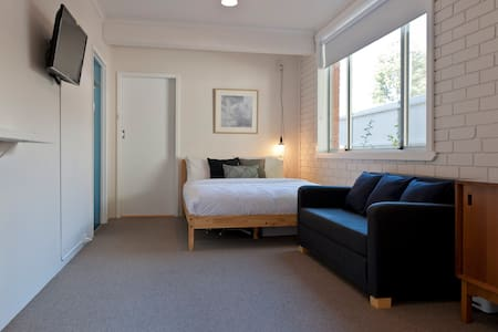 Cosy, Clean & Central - West Hobart - Huoneisto