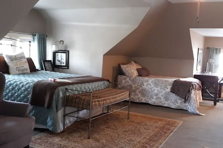 ★Schaefer Westport Suite ★ Spacious and Private★