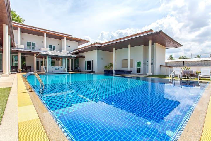 ⭐7BR Massive Mansion w/ Large Pool & Garden